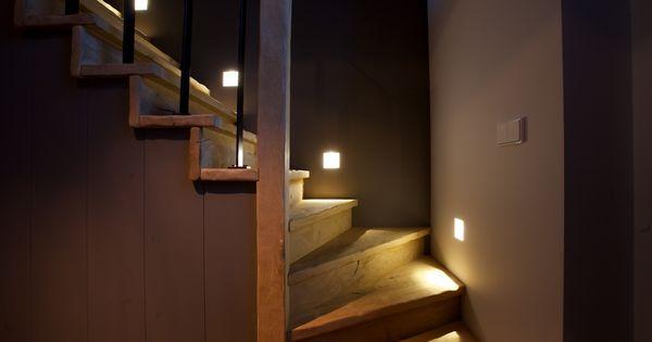 Houten trap robuuste trap uitgevoerd in massief eiken leuningen balustrades uitgevoerd in - Model interieur trap ...