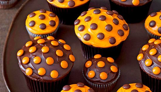 Halloween Polka Dot Cupcakes - with Reeses Pieces. Change up the colors