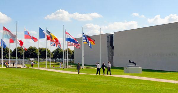 Le Memorial De Caen C S Colomyes Le Musee De Reference Sur La Seconde Guerre Mondiale La Bataille De Tourisme Voyage En France Debarquement En Normandie