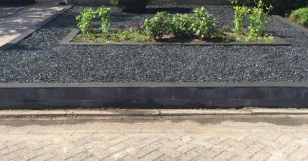 Nieuwe voortuin heerlijk onderhoudsvrij grind tuinen pinterest tuin voortuinen en tuin - Terras rand idee ...