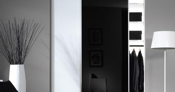 zwartwitte kast, misschien wat te clean voor de slaapkamer? licht ...