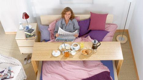 Konsolentisch Auf Rollen Bauen Betttisch Fruhstuck Im Bett