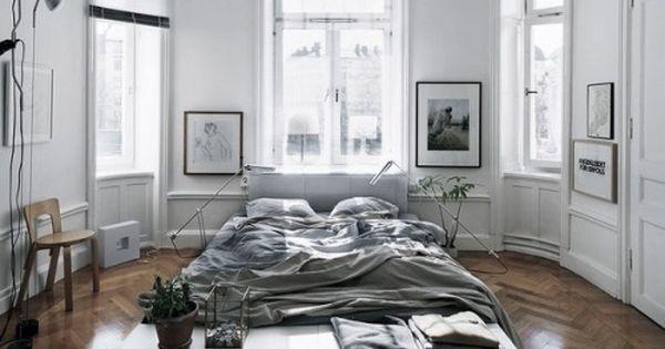 Appartement style haussmannien luminosit murs for Lit sous fenetre