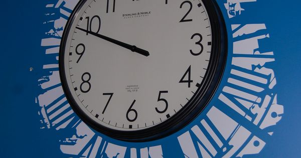 Simple Cut Vinyl Clock Silhouette Projects Amp Tutorials