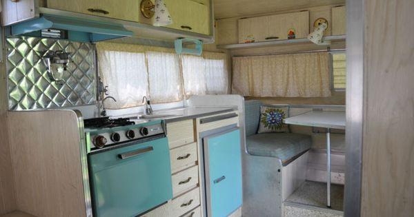 Vintage 1966 aristocrat lo liner camper travel trailer for Arredamento camper