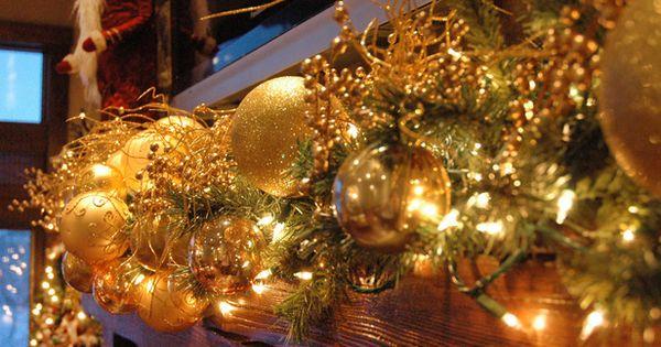festive holiday decor... makes me smile...
