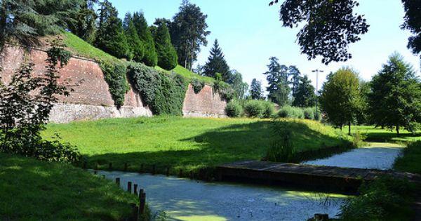 Une Balade Sous Les Remparts Avec Images Parc Naturel Regional Paysage Parc Naturel