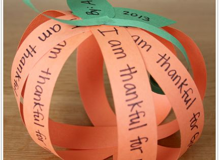 Easy I am Thankful Pumpkin Craft!---smaller writing so sentence can be read,