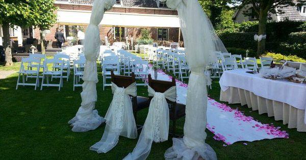 Decoratie van een trouwceremonie super romantische boog met echte bruidsstoelen de feesttuin - Decoratie van een gang ...