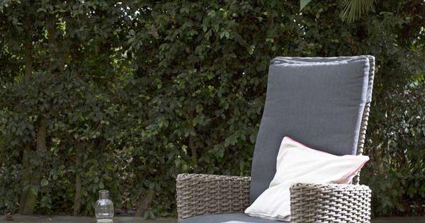 Karwei fijn buiten zitten in deze stoel en genieten van elke zonnestraal tuininspiratie - Sofa zitplaatsen zwarte ...