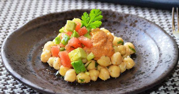 Ensalada de garbanzos con aguacate y salsa romesco - Ensalada de garbanzos light ...