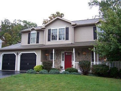 Yellow House Red Door Black Shutters exterior house paint look i am going fortan/yellow siding, red