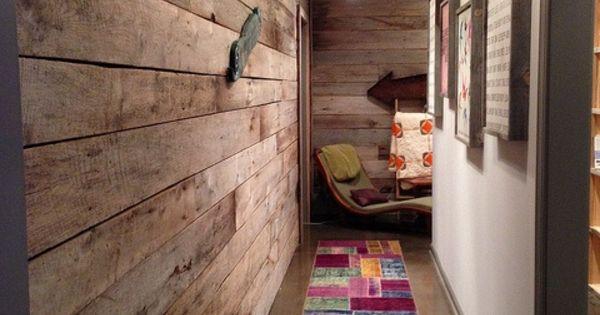 kleinen flur gestalten schaffen sie eine gem tliche atmosph re im zimmer holzwand ideen. Black Bedroom Furniture Sets. Home Design Ideas