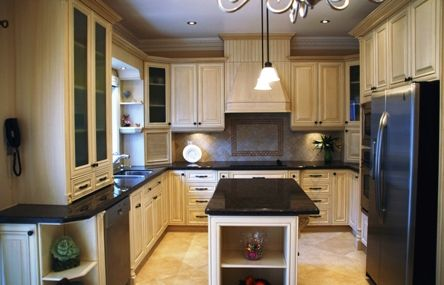 Metro Kitchens Have Come Up With Fine Custom Kitchen Cabinets For Toronto And Surround Areas Kitchen Renovation Cost Kitchen Renovation Kitchen Redo