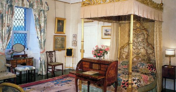 Queens Bedroom At Buckingham