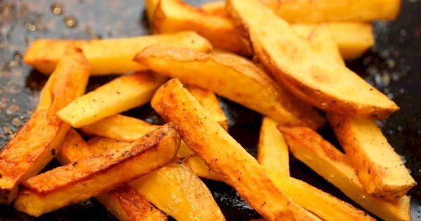 تعل مي من أطيب طبخة طريقة البطاطس بالفرن حضري الذ وصفة بطاطس ودجز وقدميها طبق ج Sweet Potato Recipes Fries Vegetarian Recipes Healthy Spicy Sweet Potato Fries