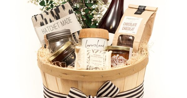 Wedding Gift Basket Toronto : TORONTO GIFT BASKET WITH A SELECTION OF LOCAL LUXURIES FOR THE HOME ...