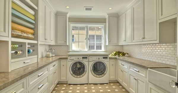 Are you freaking kidding me!!!?? I absolutely looooove this laundry room. I