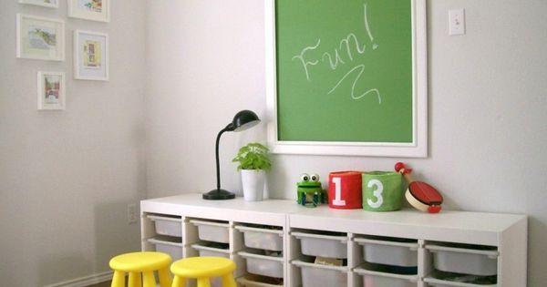 rangement salle de jeux enfant 50 id es astucieuses salles de jeux jeu et salle. Black Bedroom Furniture Sets. Home Design Ideas