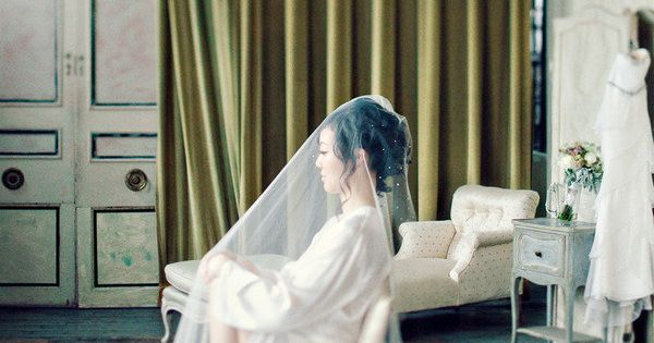 beautiful ... makes me wish I was wearing a long veil