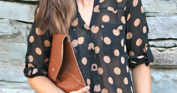 Effortlessly chic spring fashion polkadots with black shorts