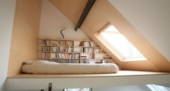 kleine wohnung einrichten mit hochbett coole idee f r jugendzimmer mit loftbett und dachfenster. Black Bedroom Furniture Sets. Home Design Ideas