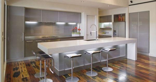 moderne k che in grau und wei mit gro er kochinsel und tresen k che pinterest grau und. Black Bedroom Furniture Sets. Home Design Ideas