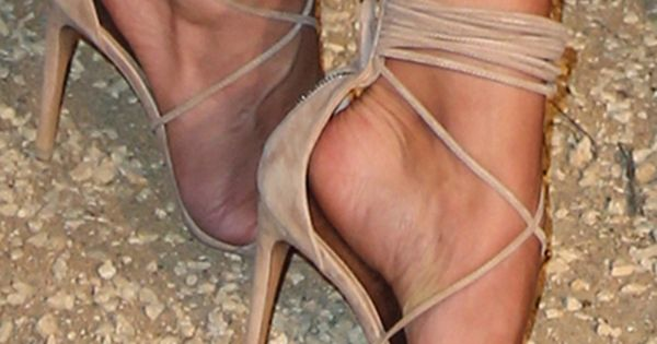 Rosie Huntington-Whiteley Flaunts Major Skin in Head-to-Toe Burberry