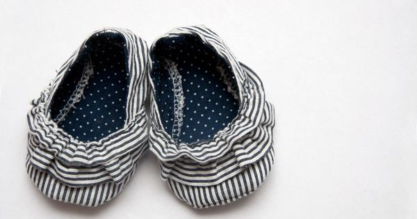 Adorable baby shoe pattern (free) baby gift