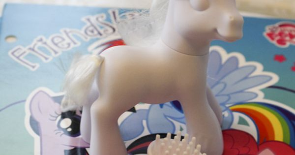 decorate your own pony!! Cool idea.
