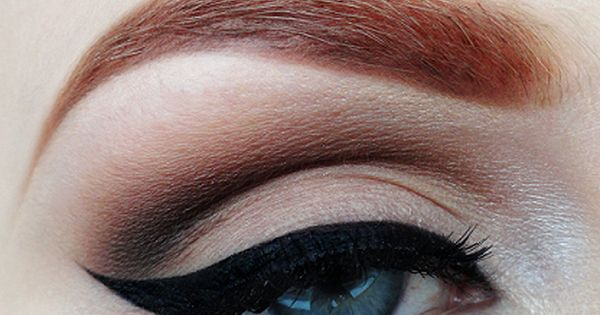 Perfect cat eye makeup.
