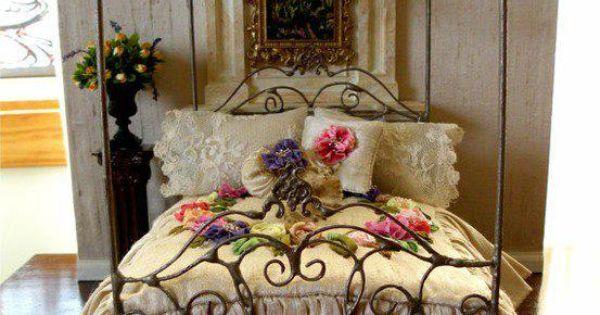 My pleasure flora adorned iron beds pinterest for Decoracion victoriana