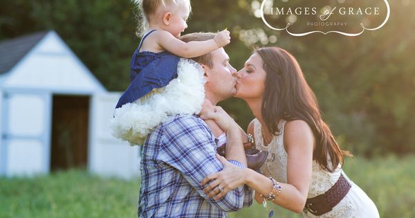 What a beautiful family session of Melissa Rycroft-Strickland, her husband Tye &