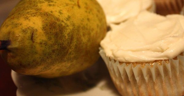 Pear Cardamom Cupcakes with Sweet Rose Frosting | Drinks & Desserts ...