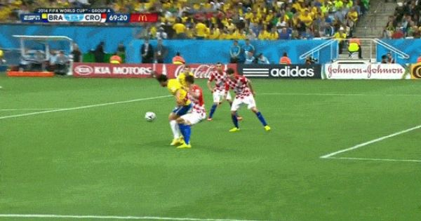 This Flop From Brazilian Striker Fred Was Rewarded With A Penalty Kick That Brazil Then Scored To Give Them Their First Lead In A 3 1 Win Over Croatia Soccer Penalty
