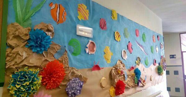 Mural del fondo marino con platos de cart n educaci n for Como hacer una granja de peces