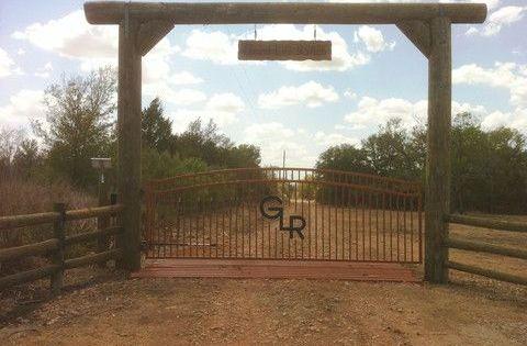 14 Radiant Garden Fence Black Metal Ideas In 2020 Farm Entrance Ranch Gates Custom Gates