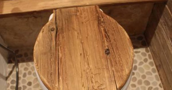 h nge toilette mit klodeckel aus altholz nice pinterest altholz toiletten und badezimmer. Black Bedroom Furniture Sets. Home Design Ideas