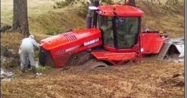Tracteur Embourbe Tractor Stuck In The Mud Youtube By Robert Schemenauer Tractors Tractor Pictures Stuck In The Mud