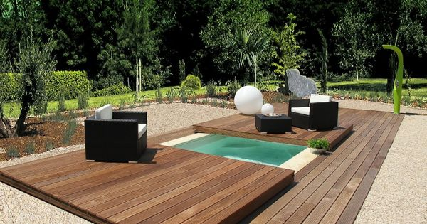 une petite piscine pour un petit jardin adapt e tous. Black Bedroom Furniture Sets. Home Design Ideas