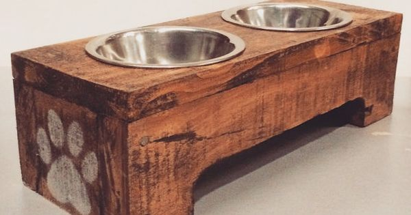 Small reclaimed wood pet feeder ecodecomontreal montreal for Meuble a donner montreal