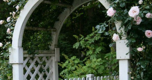 zauberhafte rosenbogen im garten wei e rosen garten. Black Bedroom Furniture Sets. Home Design Ideas