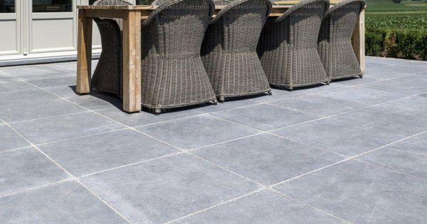 steinplatten f r terrasse in grauer granit anmutender optik terrasse pinterest grauer. Black Bedroom Furniture Sets. Home Design Ideas