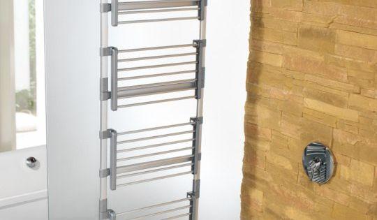 S choir linge id al pour utiliser l 39 espace de la douche for Support a linge mural