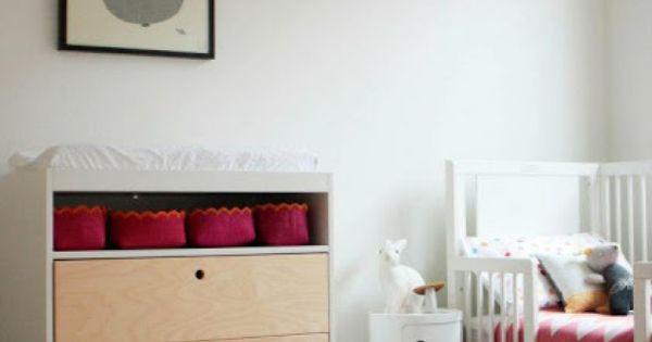Habitaci n infantil moderno de ni a en tonos neutros - Dormitorios infantiles modernos ...