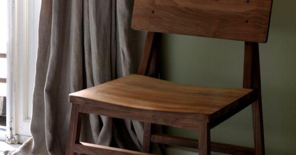 Strak Vormgegeven Keuken : Houten stoel. Strak vormgegeven en tijdloos ...