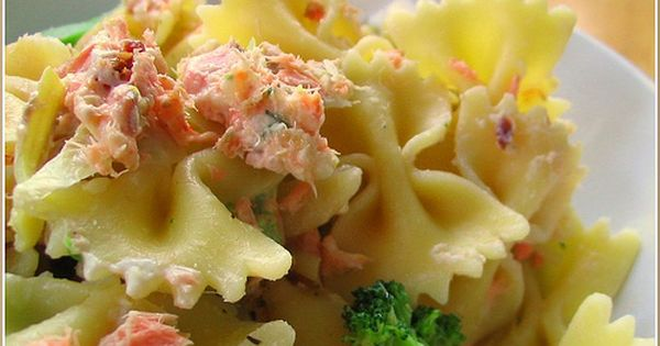 smoked salmon pasta with artichoke hearts. YUM.