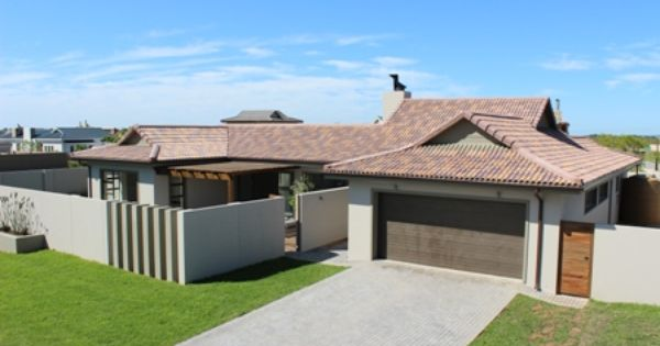 Bali style r2 950 000 4 bedroom 3 bathroom bali style for Four bedroom house plans in south africa
