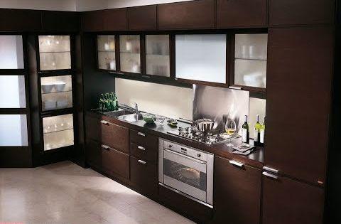 مطابخ عصرية المراة دائما تبحث عن أخر اصدارات الموضه والتطور في كل شئ وفي ايضا ديكورات المطابخ من اشكال والوان وتصميمات عصري Kitchen Kitchen Cabinets Home Decor
