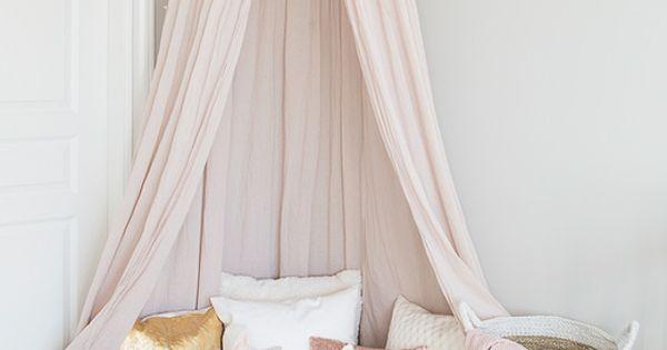 la chambre b b d ella w lit rose rose p le et ciel de lit. Black Bedroom Furniture Sets. Home Design Ideas